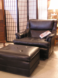 Leather chair with matching foot stand